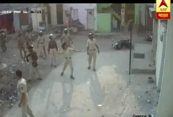 पोलिसांकडूनच नागरिकांवर दगडफेक, शिवसेना आमदाराचे गंभीर आरोप