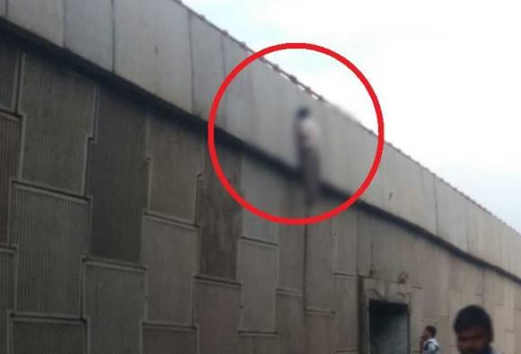 उड्डाण पुलावरील कठड्यावर पोलिसाचा गळफास
