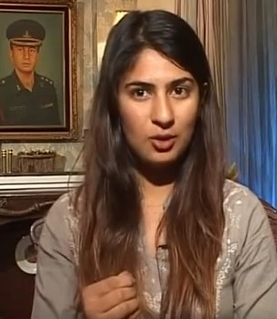 Martyr%u2019s daughter Gurmehar Kaur threatened with rape for her stand on Delhi university controversy (video)