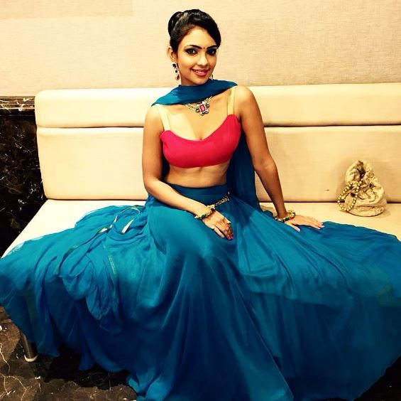 pooja-banerjee-images-hot-pictures-phone-number-contact-mail-id-address-bio-wiki-1