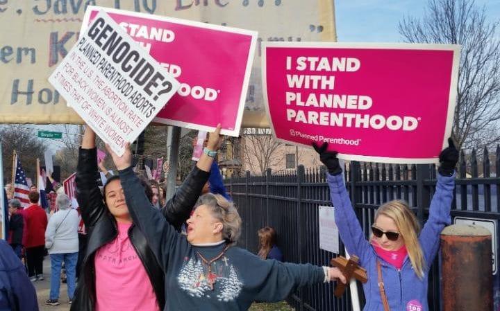 JS120346223_ap_abortion-protest-large_trans_NvBQzQNjv4Bq5yQLQqeH37t50SCyM4-zeERf_Wk3V23H2268P_XkPxc