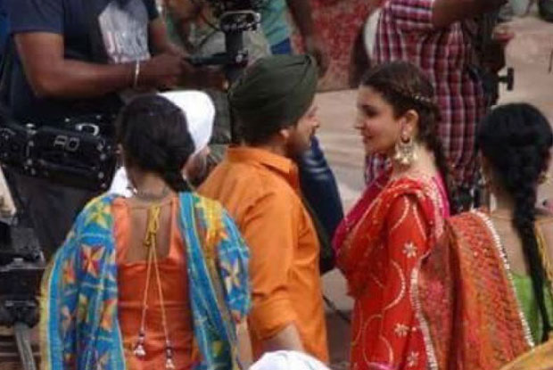 pictures-srk-anushka-shoot-dance-number-punjab-2