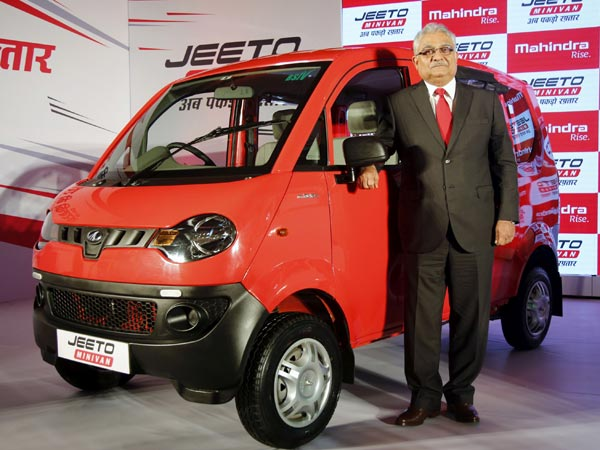 xmahindra-launched-jeeto-minivan-13-1499948177.jpg.pagespeed.ic.WvkeJ03lBb