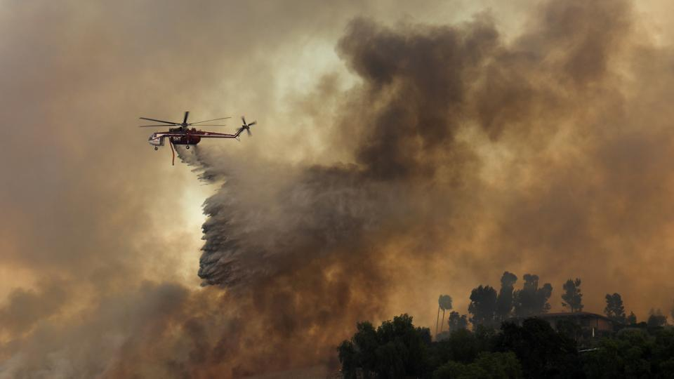 during-firefighting-helicopter-orange-california-driven-wildfire_3f91c99a-ad66-11e7-9bc1-6ddb500cf946