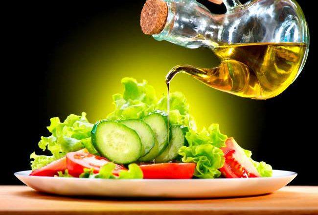 Oil-in-salads-650x440