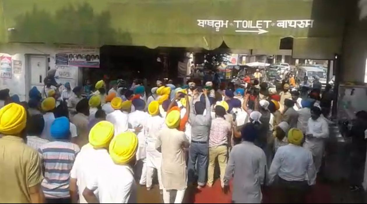 6-Sarbat Khalsa beating SGPC Task Force-compressed