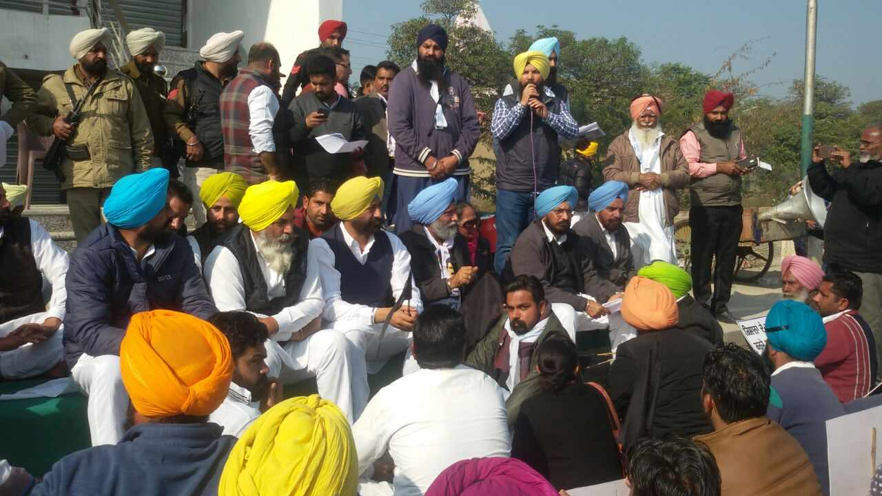 AAP_Protest_in_Mansa_Farmer_Debt_Waiver (2)-compressed