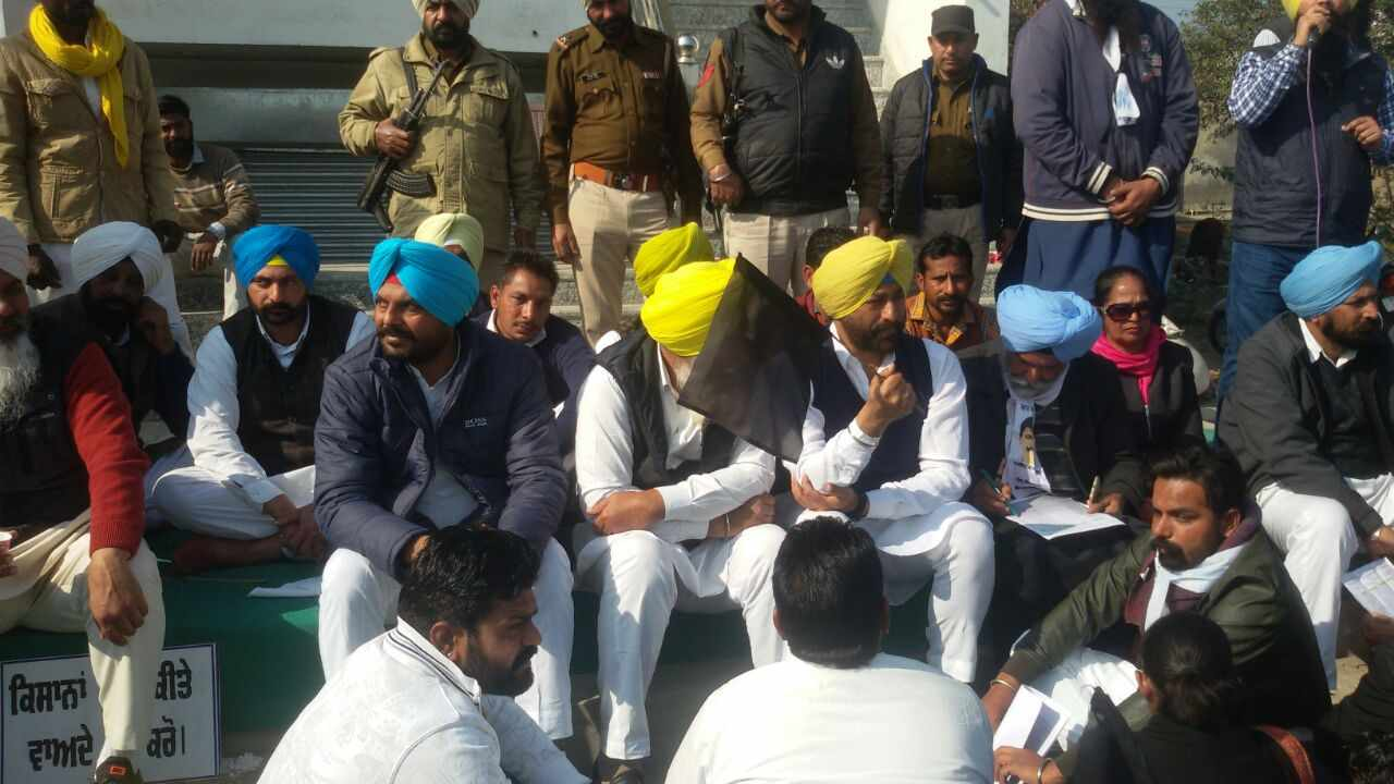 AAP_Protest_in_Mansa_Farmer_Debt_Waiver (5)-compressed