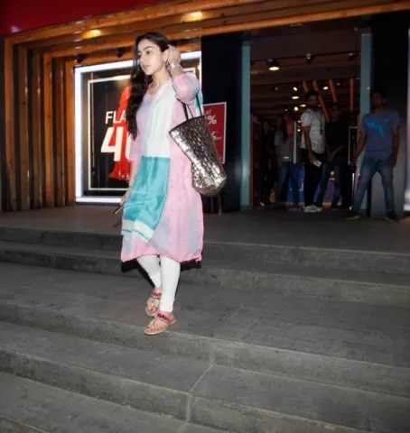 9-Sara_Ali_Khan_Window_Shopping