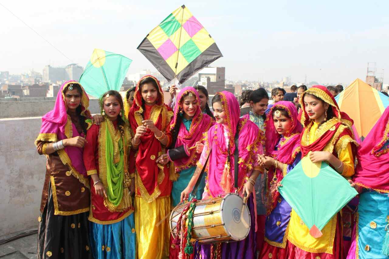 Girls_celebrating_lohri_in_Amritsar (3)-compressed