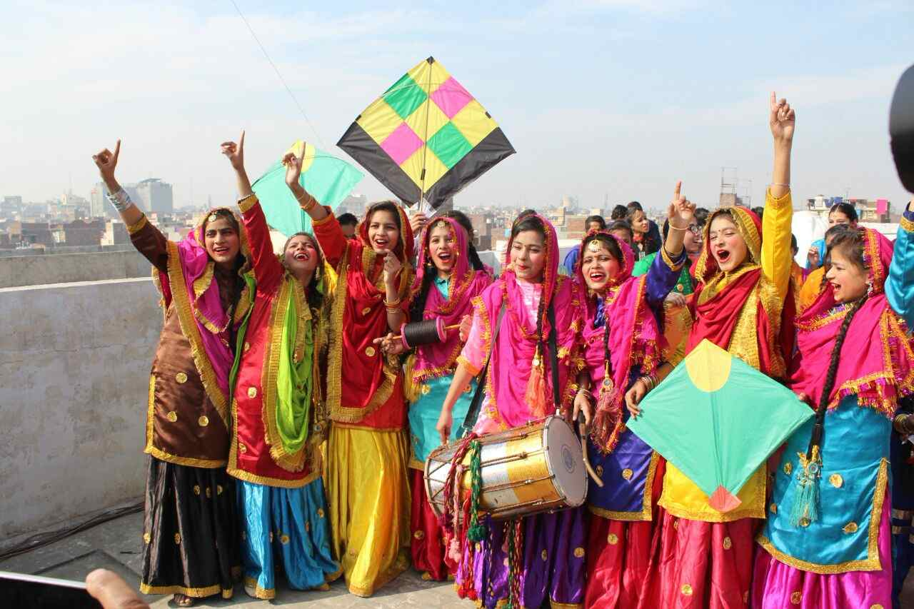 Girls_celebrating_lohri_in_Amritsar (5)-compressed