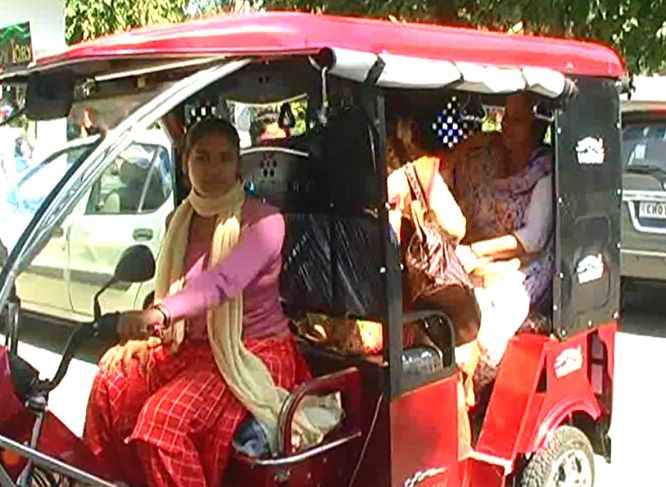 6-Patiala-Female-Auto-drivers-shalu-pinki