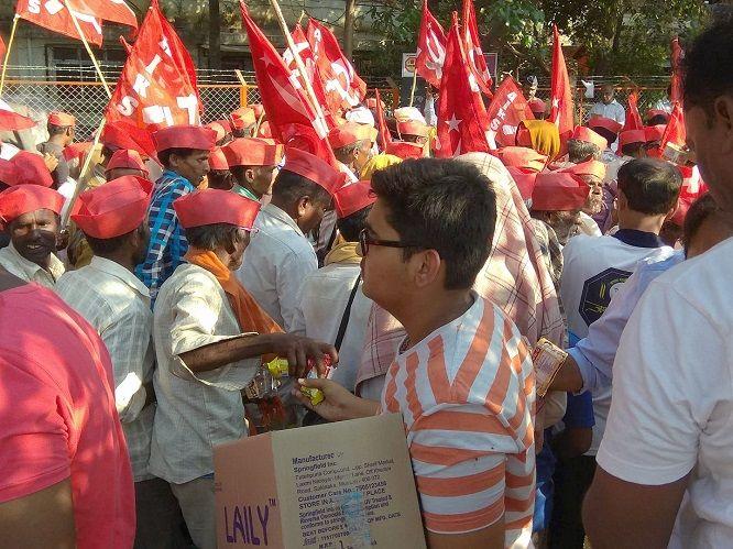 12-farmers-protest-in-maharashtra-compressed