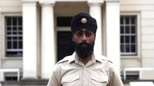 British-Guardsman-Charanpreet-Singh-Lall-joined-with-turban-2