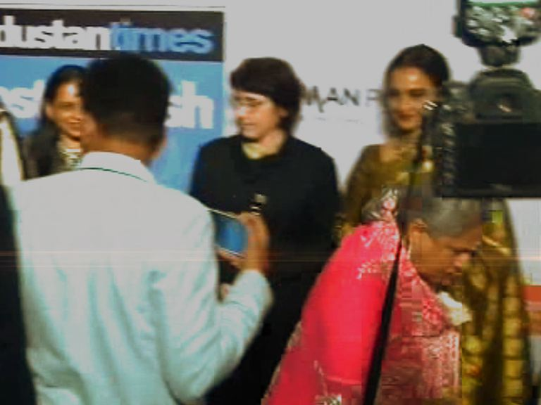 WATCH: Bachchan family ignore Rekha at HT Style Awards