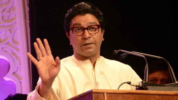 """""""Producers who sign Pak artistes will have to pay RS. 5 crore as penance for army welfare"""": Raj Thackeray"""