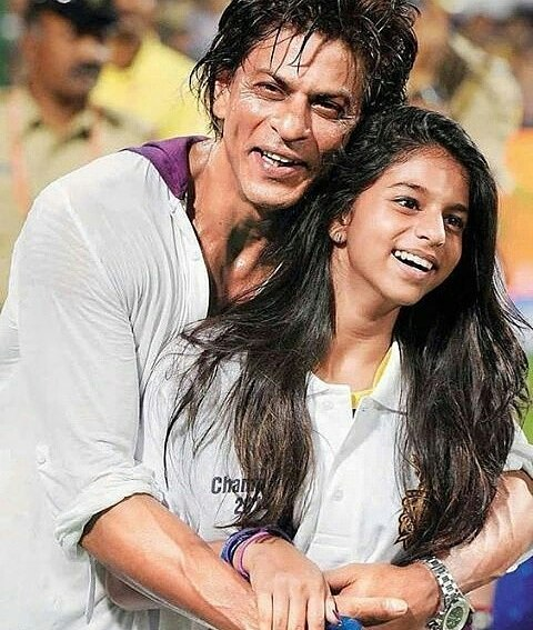 Suhana and Dad SRK during IPL match in the stadium