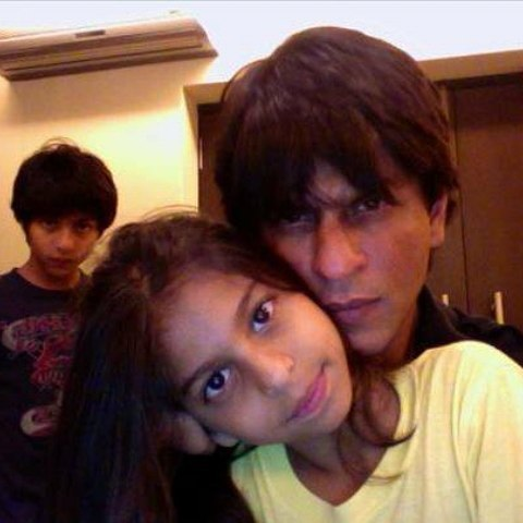 SRK's cute selfie with Suhana while Aryan peeks from the background
