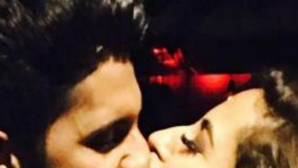 PHOTO: TV Actor Ravi Dubey & Sargun Mehta's adorable KISS will make you go AWW!