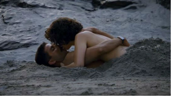 Watch: Shahid-Kangana's steamy ROMANCE in Rangoon's new song 'Yeh Ishq Hai'!