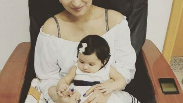 This PIC of Ex Bigg Boss contestant Dimpy Ganguly TWINNING with her BABY GIRL is beyond CUTENESS!