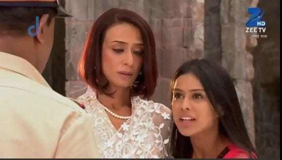 Nia Sharma with Achint Kaur in 'Jamai Raja'