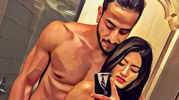YHM's 'Romi' & 'Aliya' confirm they are dating with this washroom selfie!