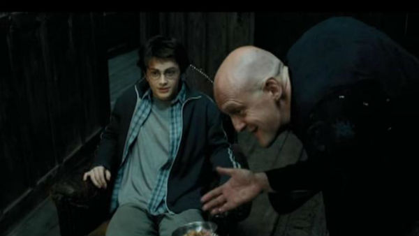 OMG!This Harry Potter actor breaks neck after head-on car crash!
