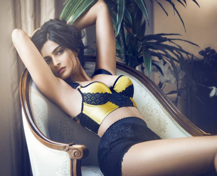 sonam-kapoor-hot-sexy-images-download
