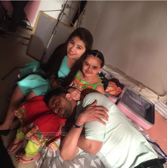 'Ruhi' aka Ruhaanika has been everyone's favorite on the sets. Seen here with Aditi while her on-screen chachu 'Romi' aka Aly Goni catches a nap in her lap.