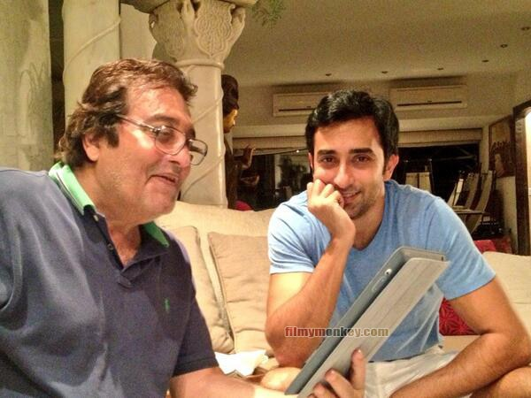 Vinod Khanna 4 years ago, posing with son Rahul Khanna who was giving him tips to use twitter