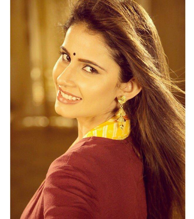 Shivani Tomar to star opposite Barun Sobti in Star Plus show 'Iss Pyaar Ko Kya Naam Doon 3'