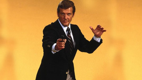 'James Bond' star Roger Moore dead