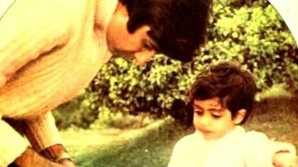 Megastar Amitabh Bachchan shares an awwdorable photo with son Abhishek Bachchan!