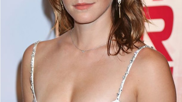 Emma Watson risked wardrobe malfunction; Accidentally flashes nipple cover in low white gown!