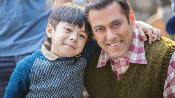 'Tubelight' MOVIE REVIEW: Salman Khan OWNS the family entertainer; Little Matin Rey Tangu WINS heart!