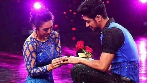 Nach Baliye 8: Abigail Pande PROPOSES Sanam Johar with a ring; couple gets ENGAGED on the show!