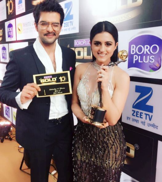 Ridhi Dogra with her best actress(negative) trophy