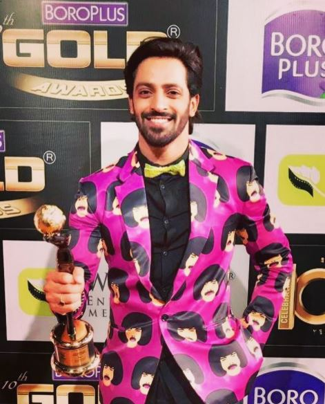Vikas Mantakla with his award for best negative actor