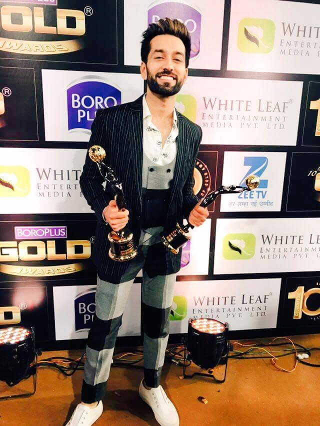 Nakul Mehta with his Best Actor - Critics award