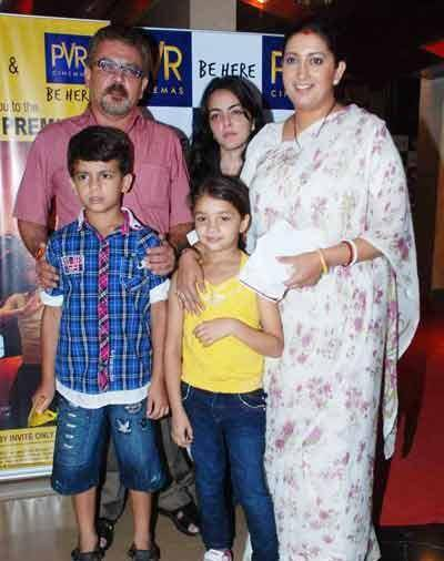 Smriti with husband Zubin, kids Zohr-Zoish & step-daughter Shanelle (Photo: Web)