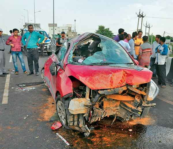1-one dead and 5 injured in a car accident at samrkha over bridge