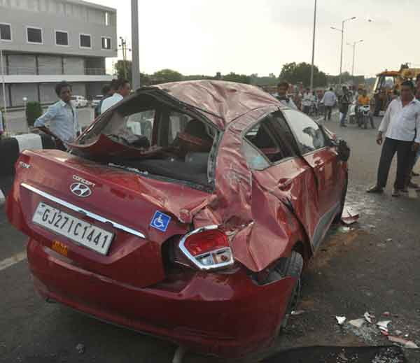 3-one dead and 5 injured in a car accident at samrkha over bridge