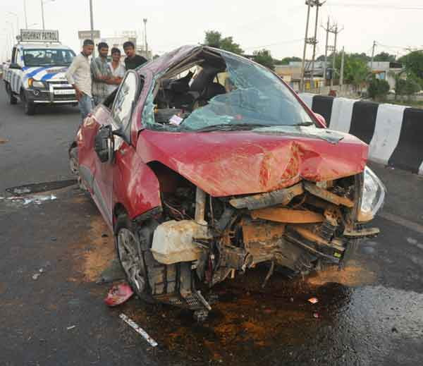 4-one dead and 5 injured in a car accident at samrkha over bridge