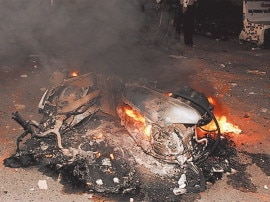 વડોદરા: DJ બંધ કરાવવા બાબતે કોમી તોફાનો ફાટી નીકળ્યાં, DGPની કાર પર ઝીંકાયો દેશી બોંબ