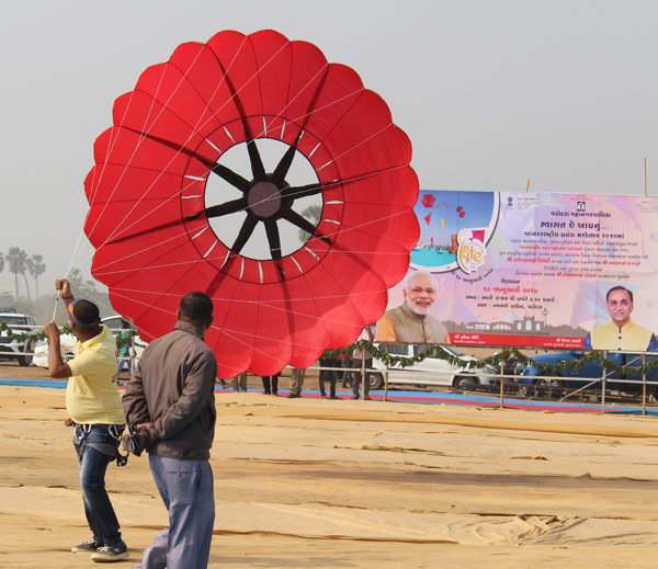 6-kite with nude iamge fly in international kite festival 2017 held in vadodara