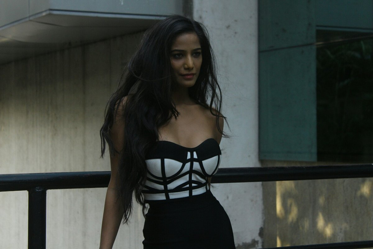 8-Poonam Pandey launches The Poonam Pandey App for Android, iOS