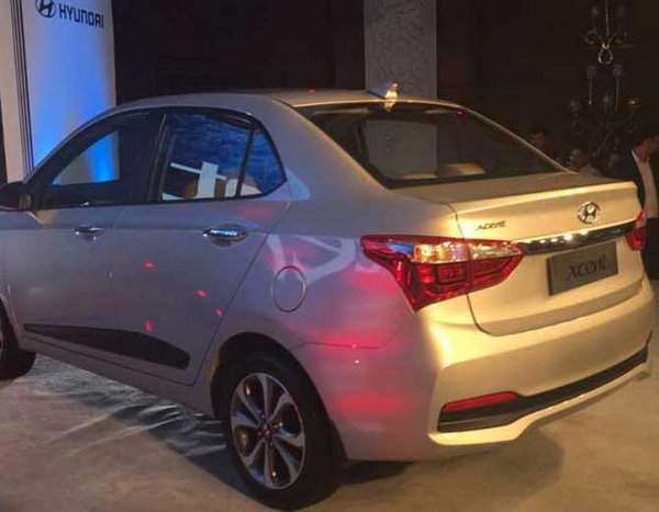 5-hyundai xcent facelift launched at rs 5 lakh 38 thousand
