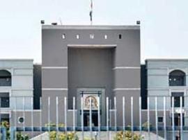 ફી નિયમન કાયદા વિરુદ્ધ હાઈકોર્ટમાં જાહેર હિતની અરજી, સરકારને અપાઈ નોટિસ