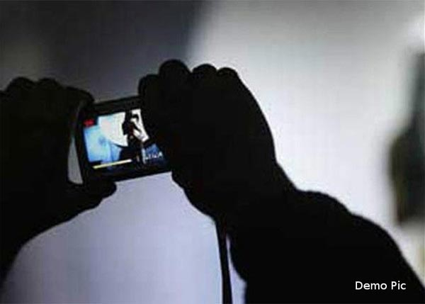 Watching-mms-on-mobile-is-not-safe-14592320452